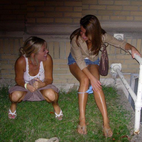 chicas meando en la calle latinas tube