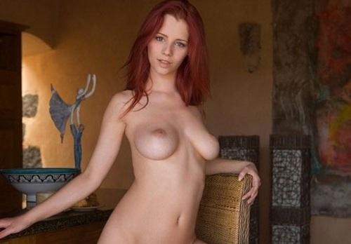 La pelirroja Ariel y su cuerpo para el pecado