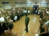 Guerra de almohadas en el ejército