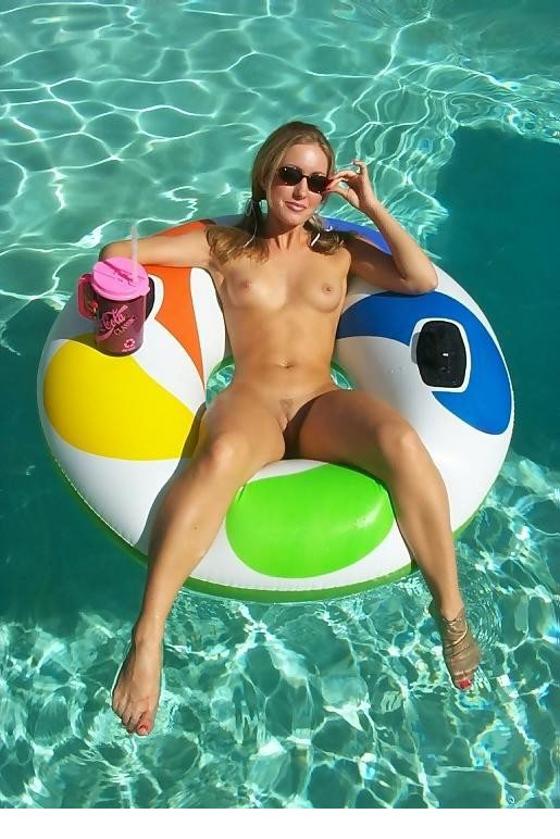Milf en su piscina