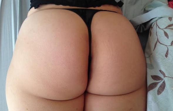 Cachondeando y disfrutando de una pelicula porno